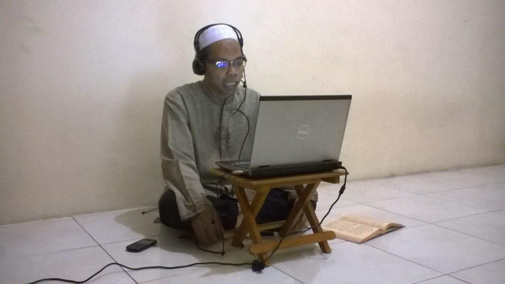 Ustadz Achmad Syukron - Kajian Online Live Streaming