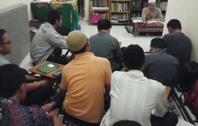 """Riyadhus Shalihin """"KEUTAMAAN ORANG ISLAM YANG LEMAH DAN FAKIR"""" Oleh: Ust. Achmad Syukron 4"""